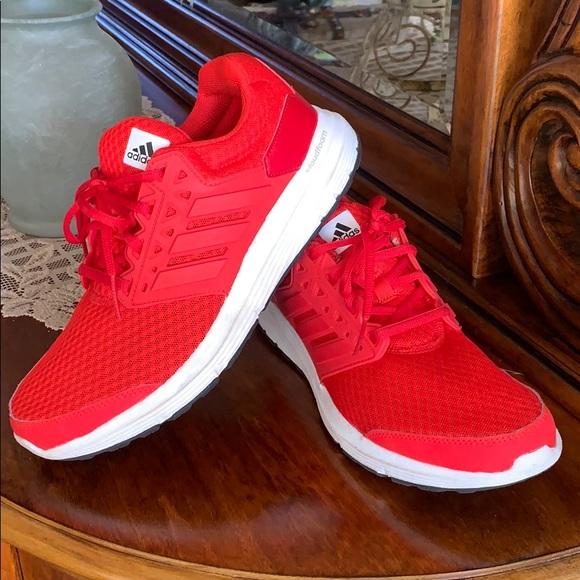 Men's Adidas cloudfoam racer red sneakers. Size 7